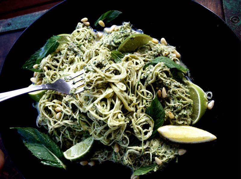 raw vegan zucchini peso spaghetti